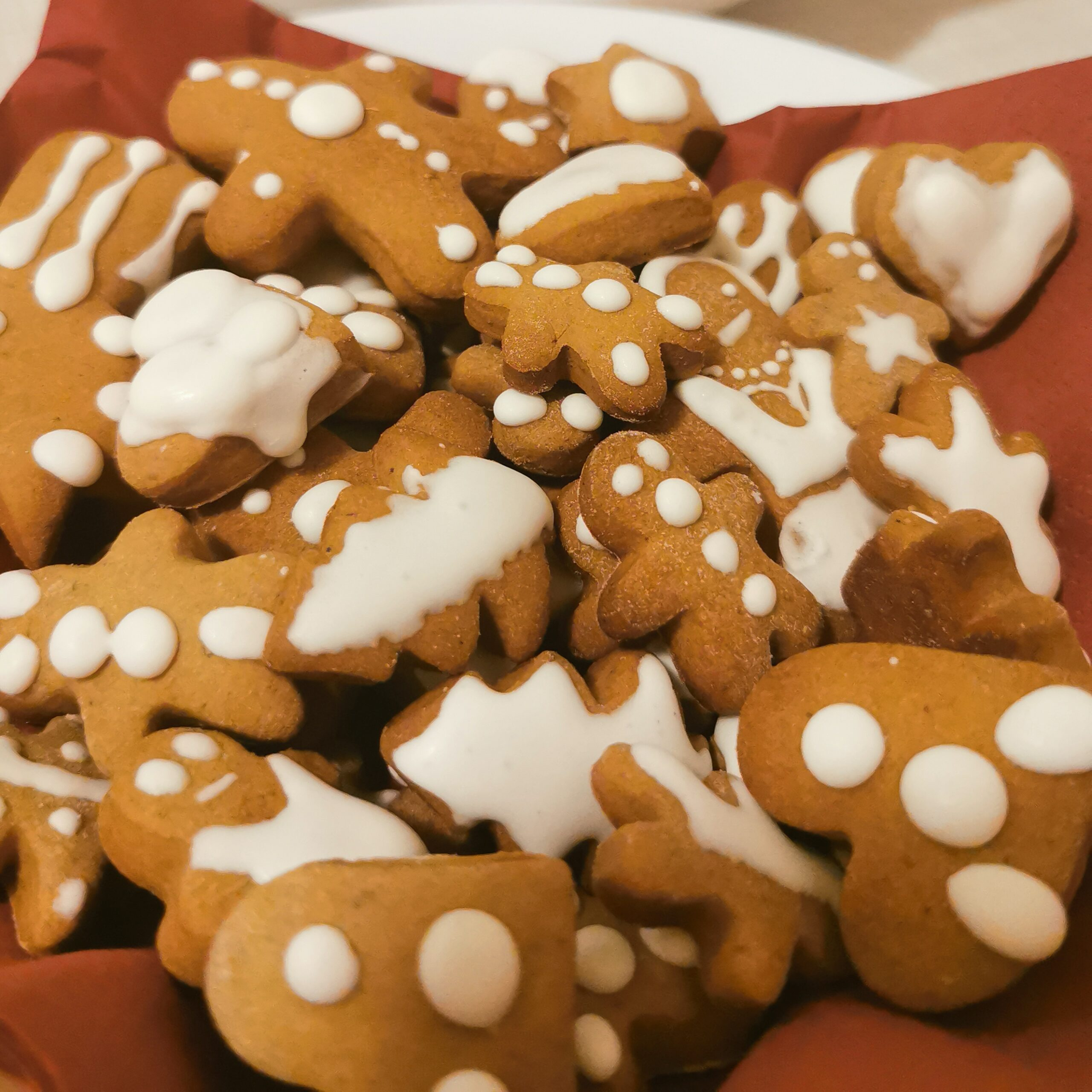Our 5 favourite Icelandic Christmas foods, and 1 you must try...but please do it really, really far from us!